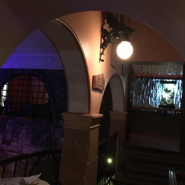 Foto scattata a Restaurante & Bar La Strega da Ivan S. il 3/1/2016