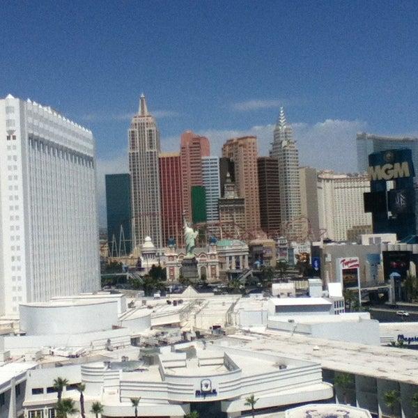Снимок сделан в Tropicana Las Vegas пользователем Gilles S. 7/10/2013