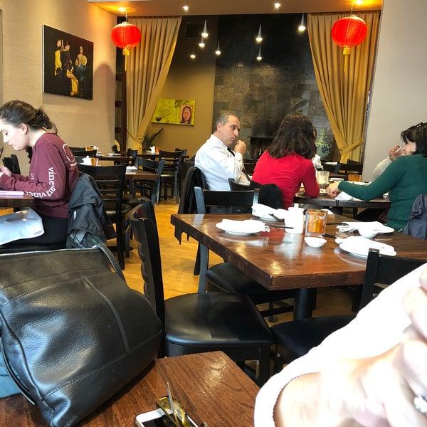 Foto scattata a Koi Fine Asian Cuisine & Lounge da martín g. il 11/19/2017