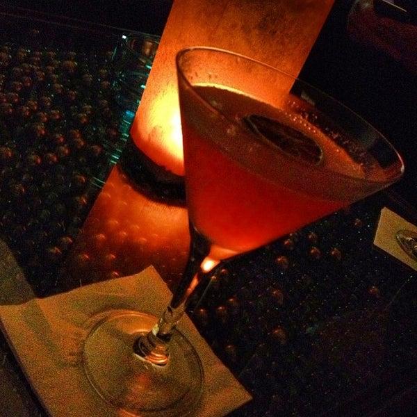 Foto scattata a CINCO Lounge da Clay R. il 12/23/2012