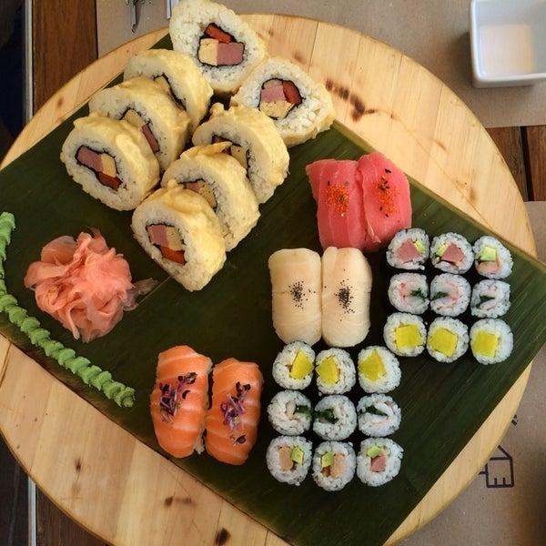 A nyári sushi válogatás tál elég finom, bár nem ér annyit, de Bónusz Brigádon féláron megérte.