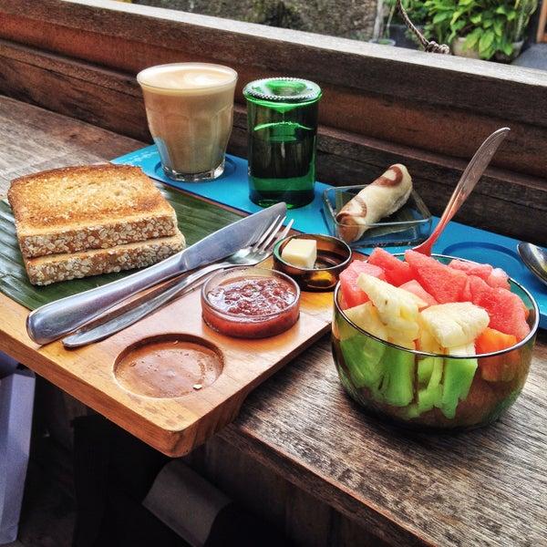 Fantastic Third Wave coffee in the heart of Ubud. Decent breakfast, too!