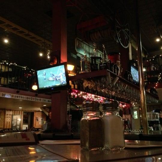 รูปภาพถ่ายที่ Firehouse Brewing Company โดย Robert K. เมื่อ 12/17/2012