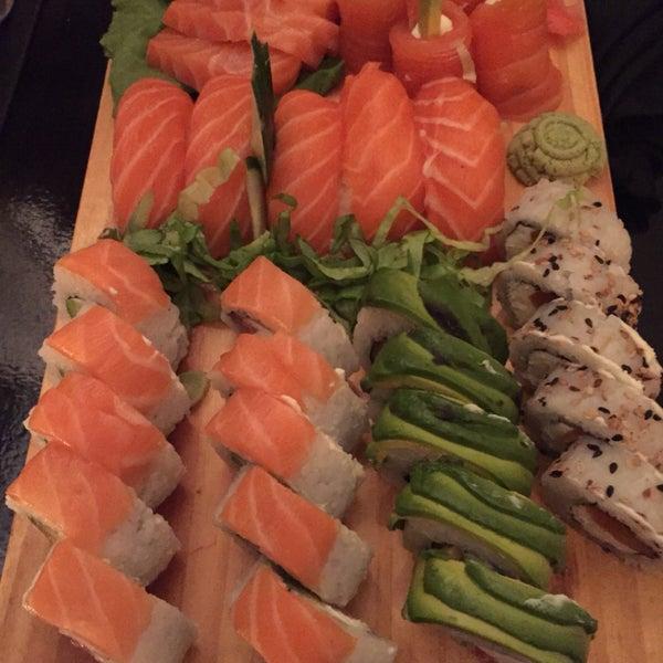 Rico sushi, buena atención. El lugar es acogedor y tranquilo. Las piezas tienen un buen tamaño y el pescado es fresco. El precio es moderado.