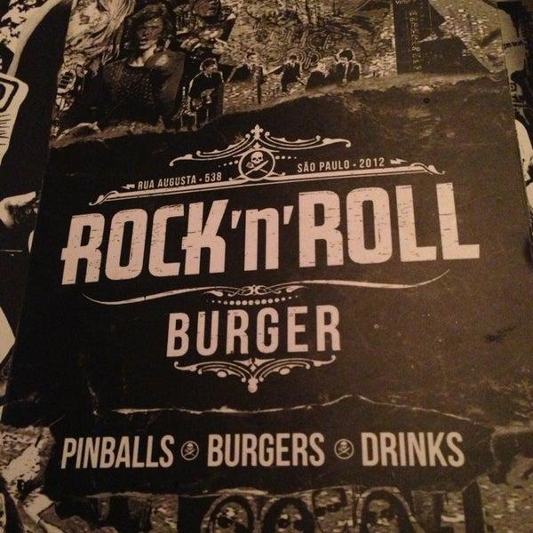 2/23/2013 tarihinde Jules. ⚓.ziyaretçi tarafından Rock 'n' Roll Burger'de çekilen fotoğraf