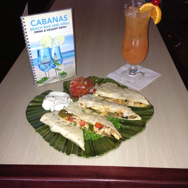 Foto tomada en Cabanas Beach Bar and Grill por Debbie M. el 7/9/2013