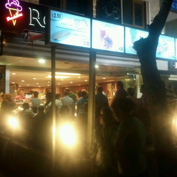7/11/2013 tarihinde Gülay M.ziyaretçi tarafından Roko Dondurma & Kahve'de çekilen fotoğraf