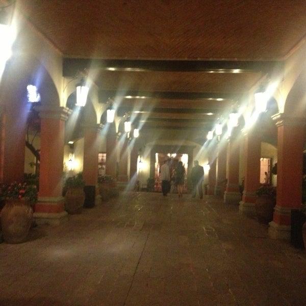 รูปภาพถ่ายที่ Hacienda de Los Morales โดย Omar เมื่อ 6/27/2013