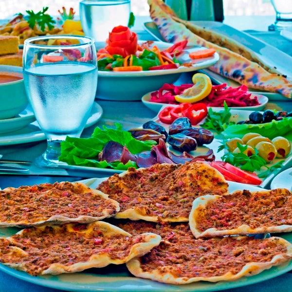 Das Foto wurde bei Tepe Restaurant von Tepe Restaurant am 7/23/2013 aufgenommen