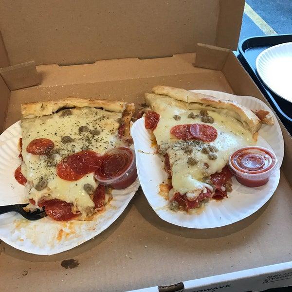 1/13/2017에 Scot W.님이 Joey's House of Pizza에서 찍은 사진