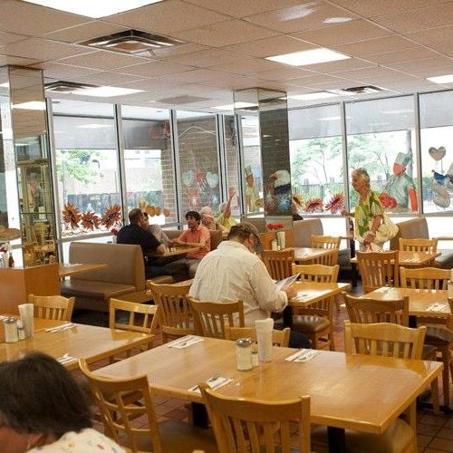 Das Foto wurde bei Squire's Diner von Squire's Diner am 7/10/2013 aufgenommen