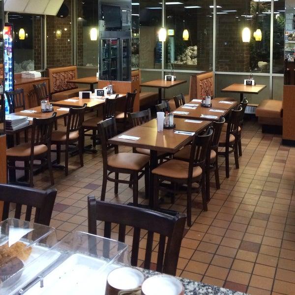 Das Foto wurde bei Squire's Diner von Squire's Diner am 2/15/2014 aufgenommen