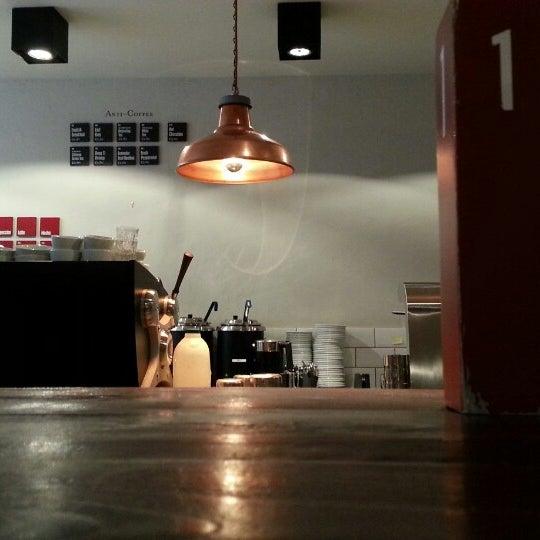 Foto diambil di Brew Lab Coffee oleh Louise L. pada 2/3/2014