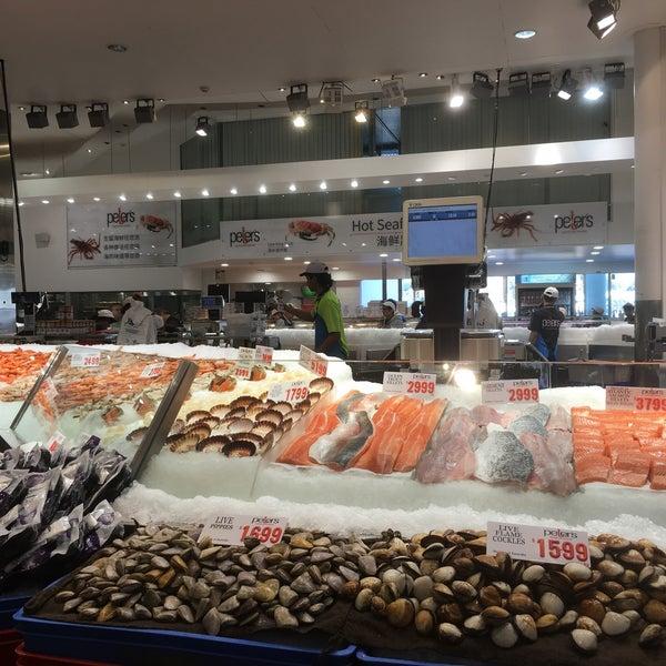 Foto scattata a Peter's Fish Market da Pooi How il 9/6/2016
