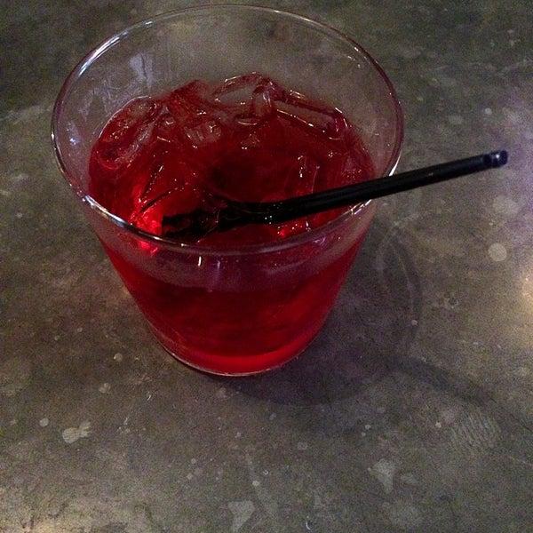 7/11/2013にDrinkThisEatThatがTrophy Barで撮った写真