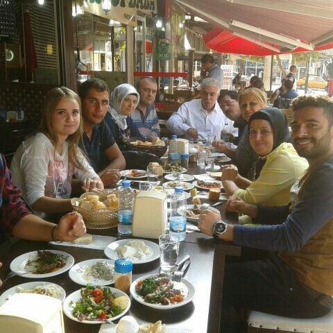 Foto scattata a Hacıoğlu Mangal Tire Köfte da Doğan E. il 10/5/2014