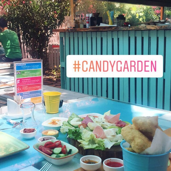 Foto tomada en Büyükada Bistro Candy Garden por Aybüke Gizem A. el 7/23/2017
