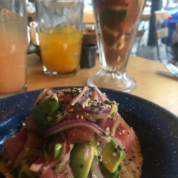La tostada Iron Juan y los tacos Juan Direction, Juango y #Juantástico están buenísimos 💓 también recomendado pedir cócteles estilo Sinaloa (el caldito está muuuuy rico). 🐟 🐟 🐟