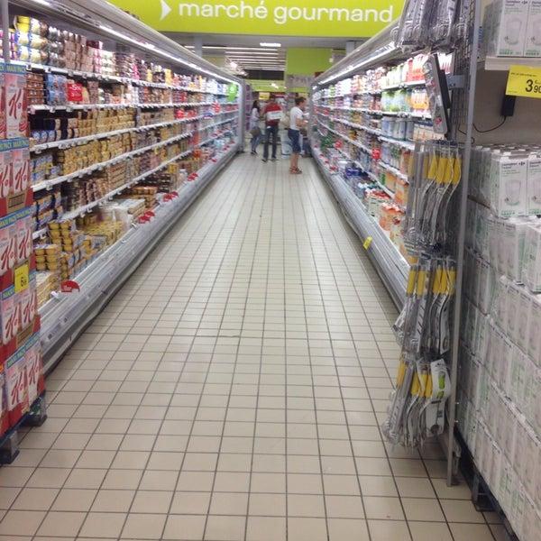 Снимок сделан в Carrefour hypermarché пользователем Sebastian G. 6/27/2014