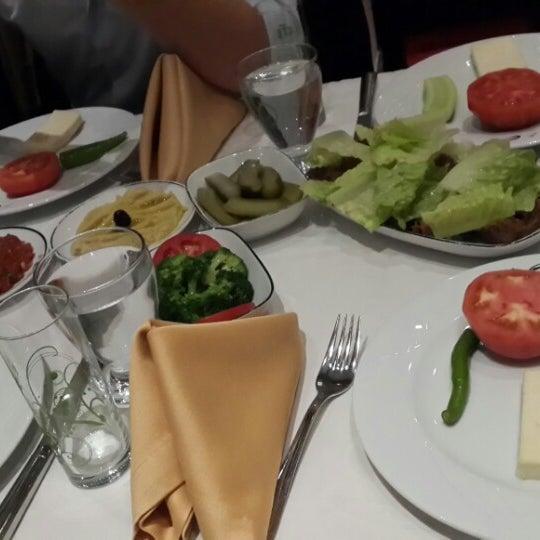 รูปภาพถ่ายที่ Endülüs Meyhanesi โดย Ali A. เมื่อ 10/26/2013
