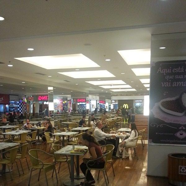 6/13/2014 tarihinde Rafael T.ziyaretçi tarafından Goiânia Shopping'de çekilen fotoğraf