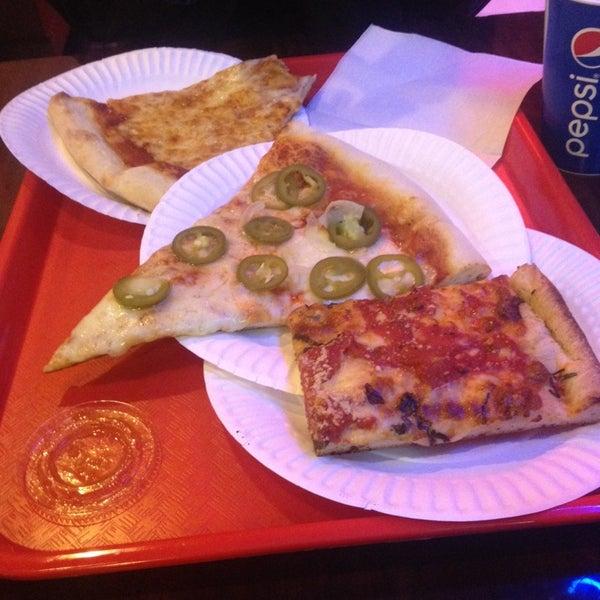 Foto scattata a Solo Pizza NYC da Neha J. il 11/8/2014