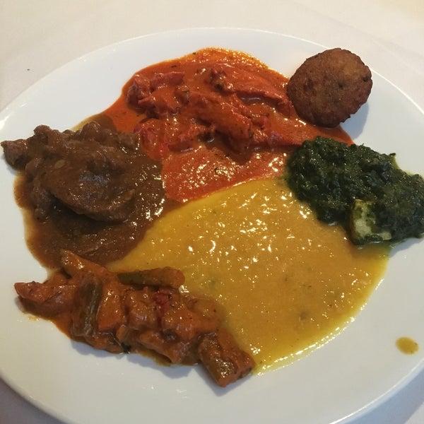 Photo prise au 2 Darbar Grill Fine Indian Cuisine par Neha J. le1/26/2019