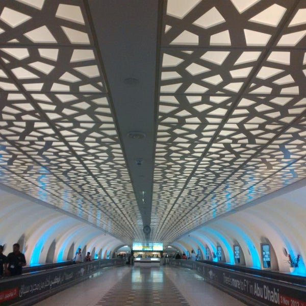 Photo prise au Abu Dhabi International Airport (AUH) par Tsing T. le7/22/2013