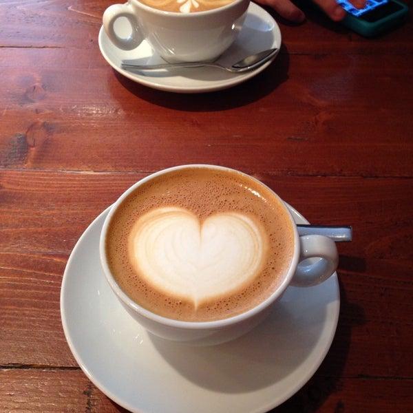 Foto diambil di Brew Lab Coffee oleh Mengtien T. pada 7/16/2013