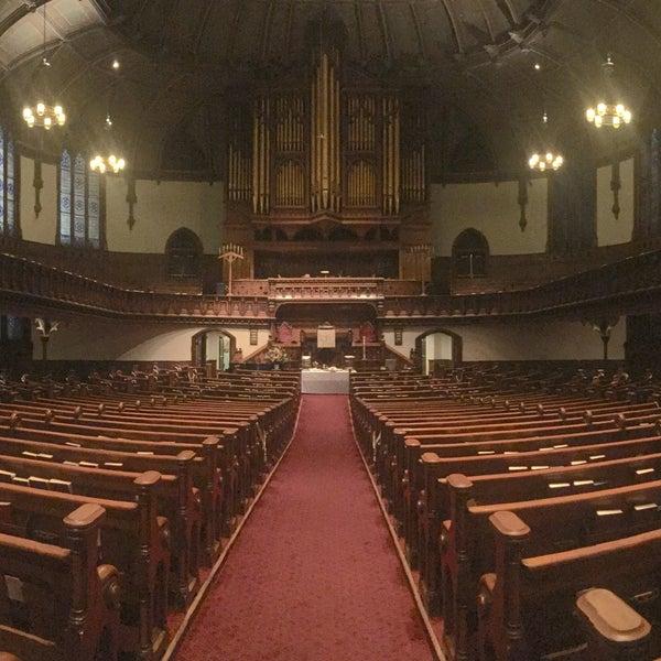 Foto diambil di Fifth Avenue Presbyterian Church oleh Mich Denise T. pada 11/6/2016