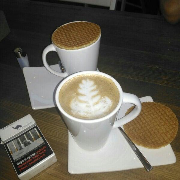 Foto tirada no(a) Cotta Coffee por Şule E. em 7/3/2016