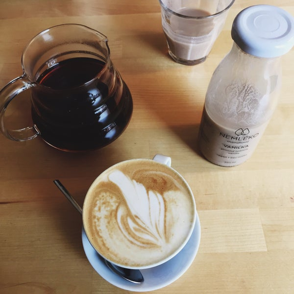 Foto diambil di Mikyna Coffee & Food Point oleh Adley pada 3/19/2017