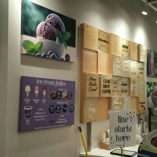 8/17/2015에 Tee H.님이 Ice Cream Jubilee에서 찍은 사진