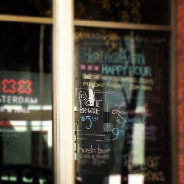 Foto diambil di Amsterdam Bar & Hall oleh Rodrigo S. pada 9/30/2012