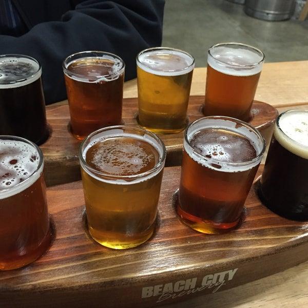 Foto tomada en Beach City Brewery por Neal E. el 3/4/2015