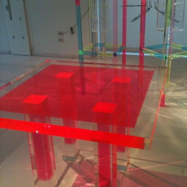 รูปภาพถ่ายที่ Design Museum Gent โดย Coralie เมื่อ 2/9/2013