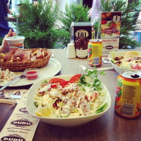 Foto tomada en Dudu Cafe Restaurant por Begüm akkan🎀 el 8/15/2013