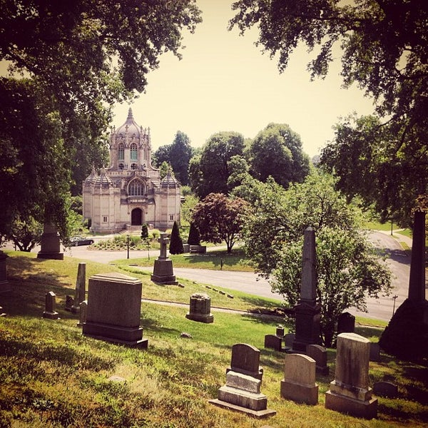 Foto tomada en Green-Wood Cemetery por Tolgar C. el 7/16/2012