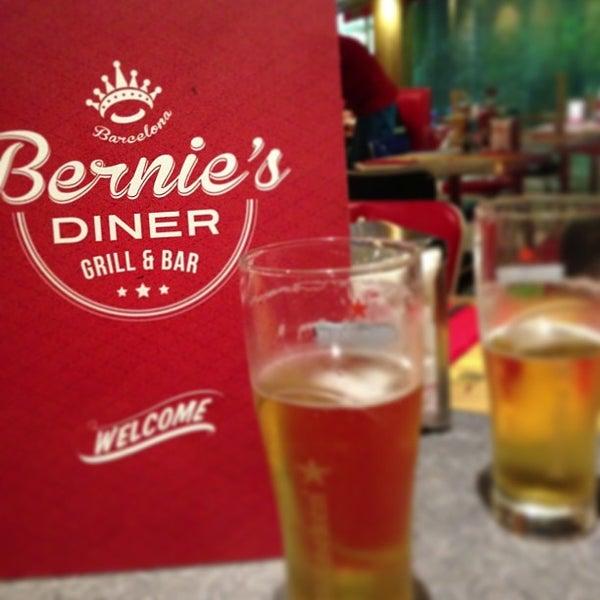Foto scattata a Bernie's Diner da Jas S. il 6/19/2013