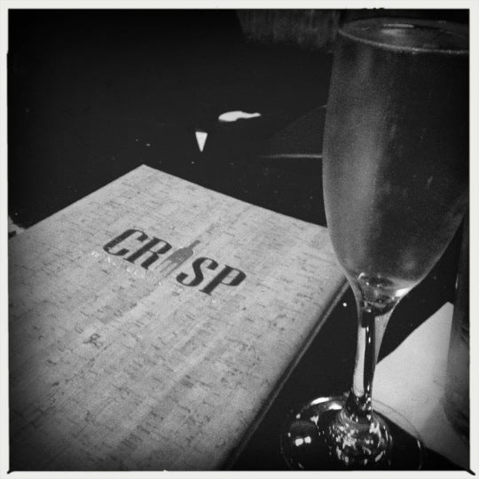 Photo prise au Crisp Wine-Beer-Eatery par Candice Q. le11/30/2012