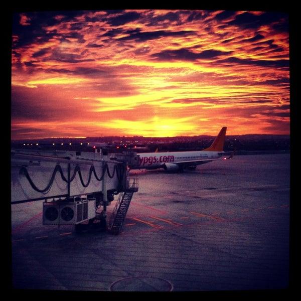 Foto diambil di İstanbul Sabiha Gökçen Uluslararası Havalimanı (SAW) oleh Ümit Y. pada 7/27/2013