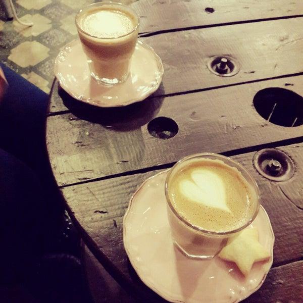 Foto tirada no(a) Deal Coffee Ekspress por Zeynep B. em 2/20/2015