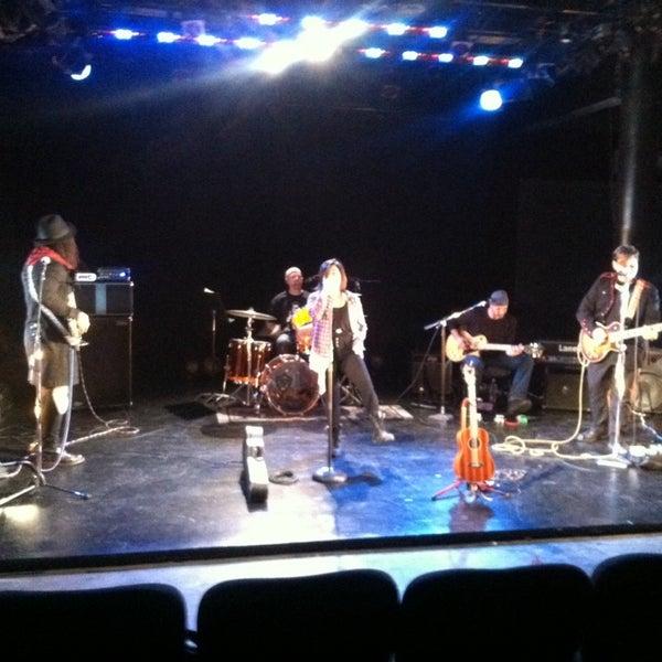 Das Foto wurde bei New Ohio Theatre von Megan K. am 12/5/2013 aufgenommen