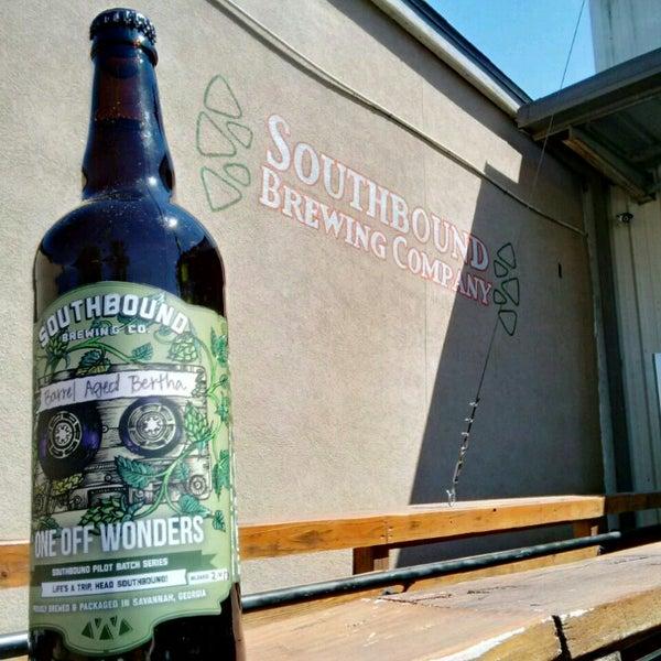 Das Foto wurde bei Southbound Brewing Company von BeerGeekATL E. am 5/6/2017 aufgenommen