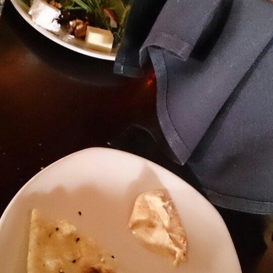 12/24/2013 tarihinde Fatimah 93 •.ziyaretçi tarafından Sufi's Restaurant'de çekilen fotoğraf