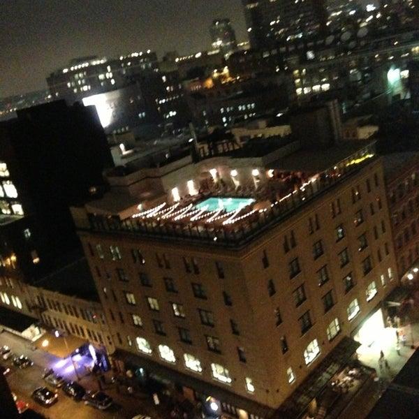 Foto scattata a Plunge Rooftop Bar & Lounge da Suhyun C. il 10/6/2013
