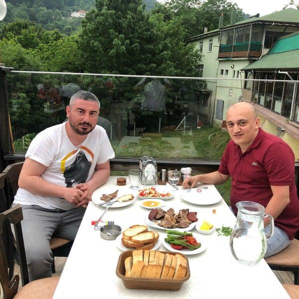รูปภาพถ่ายที่ Cafer Usta Bolu Dağı Et Mangal โดย Erman E. เมื่อ 7/19/2020