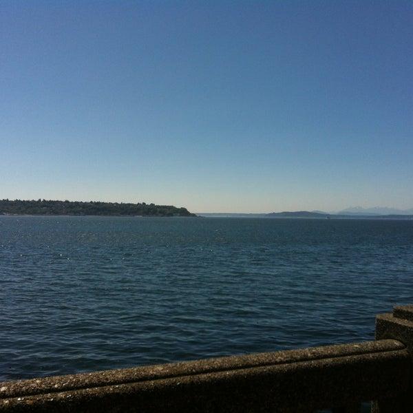 Das Foto wurde bei Waterfront Park von Mary S. am 7/23/2013 aufgenommen