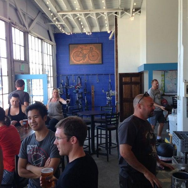 รูปภาพถ่ายที่ Peddler Brewing Company โดย Kim S. เมื่อ 7/27/2013