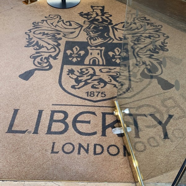10/20/2020にDr. MoeがLiberty of Londonで撮った写真